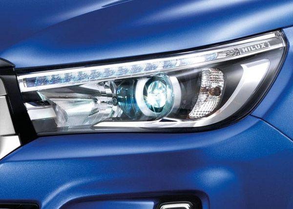 ไฟหน้าแบบ LED ของ Toyota Hilux REVO MY2018