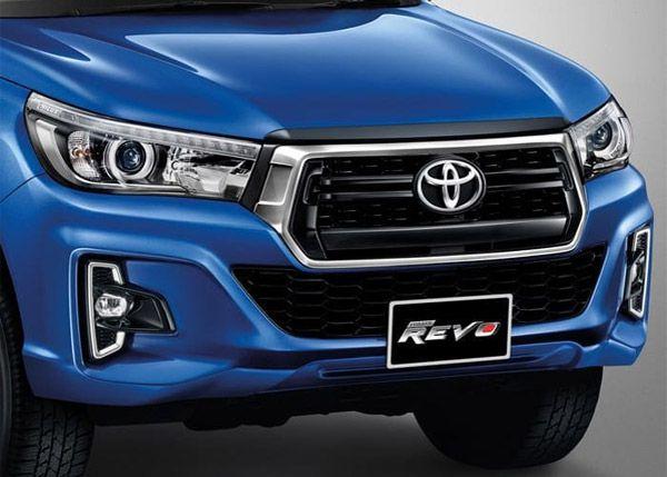 กระจังหน้าและไฟหน้าของ Toyota Hilux REVO MY2018