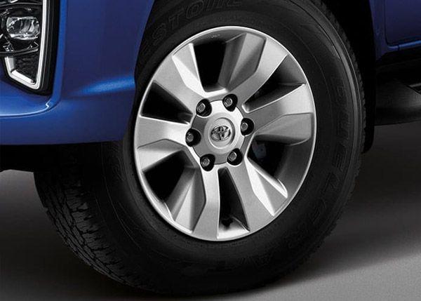 ล้อแม็กและเส้นสายของยางรถ Toyota Hilux REVO MY2018