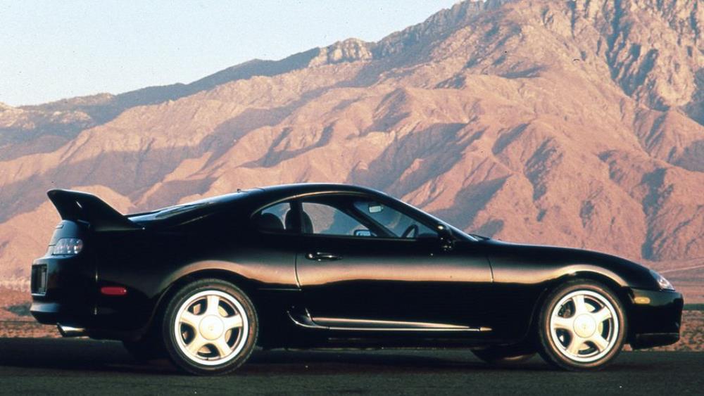 ในรุ่น Japan spec ปี 1997-1998-2002 จะเป็น Minorchange เปลี่ยนไฟหน้าเป็นแบบโคมในสีดำ