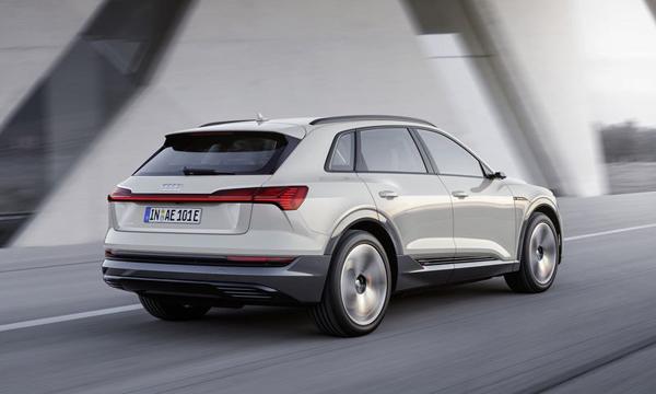 Audi e-tron quattro 2018 ติดตั้งไฟท้ายแบบ LED แนวนอน