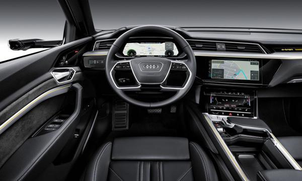 Audi e-tron quattro 2018 ตกแต่งภายในด้วยโทนสีดำ