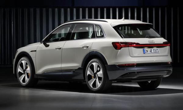 Audi e-tron quattro 2018 ติดตั้งสปอยเลอร์หลังทรงสปอร์ต