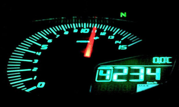 รถใหม่ไม่ควรเร่งให้รอบเครื่องยนต์เกิน 2,500-3,000 รอบ/นาที