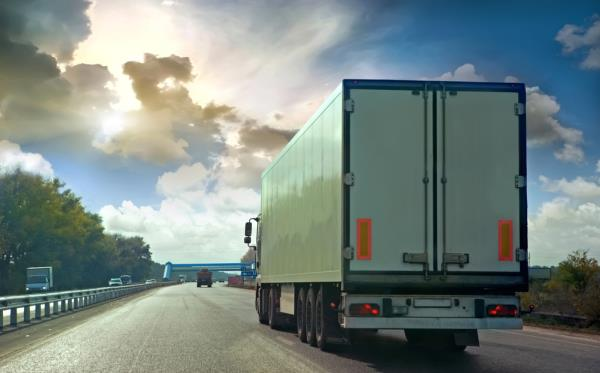 การขับตามรถบรรทุกจะทำให้ทัศนวิสัยในการมองเห็นลดลง