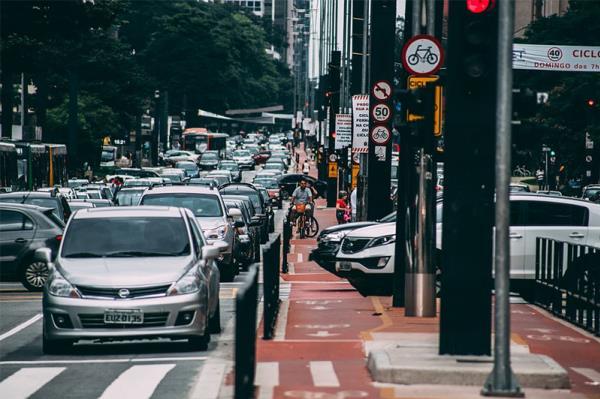 การศึกษากฎจราจรให้ดีก่อนเพื่อความปลอดภัยในการใช้รถใช้ถนน