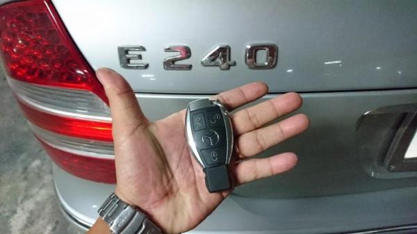 รีโมทรถยนต์ที่มีแบตเตอรี่ภายใน