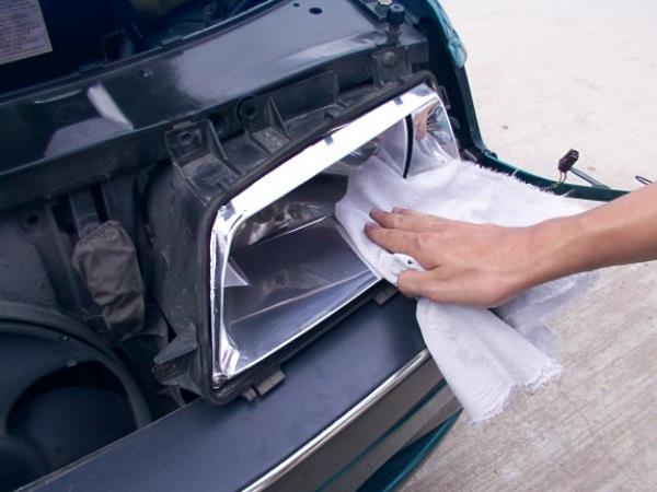 การถอดไฟหน้ารถแล้วทำความสะอาด