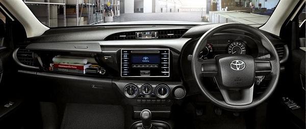 ภายในห้องโดยสารของ Toyota Hilux Revo Standard Cab 2018