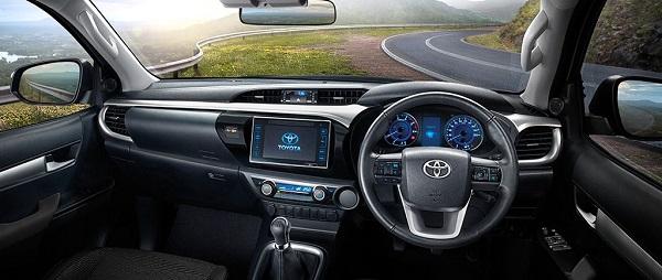 ภายในห้องโดยสาร Toyota Hilux Revo Smart Cab 2018