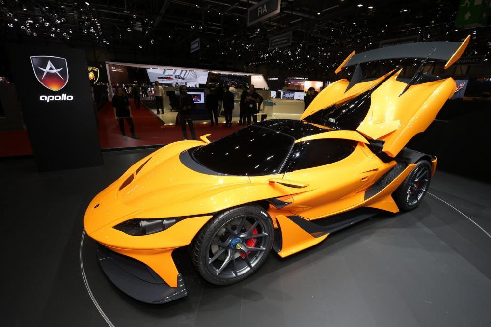 มาพร้อมกับเครื่องยนต์ขนาด 4.0 ลิตรแบบ Twin-Turbocharged (เทอร์โบชาร์จ)