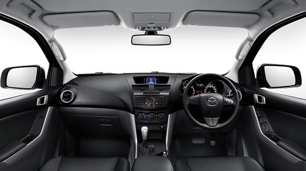 ภายในห้องโดยสารของ Mazda BT-50 PRO Freestyle Cab