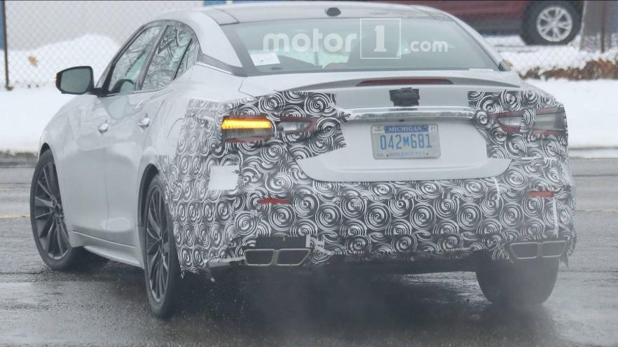Nissan Maxima 2019 ด้านหลัง