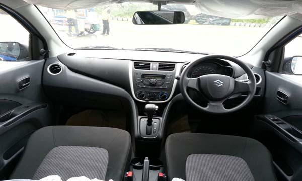 Suzuki Celerio ตกแต่งภายในด้วยสีดำ
