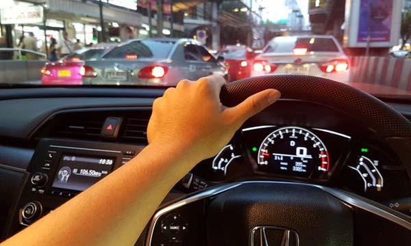 ขับทดสอบรถประกอบการตัดสินใจซื้อ