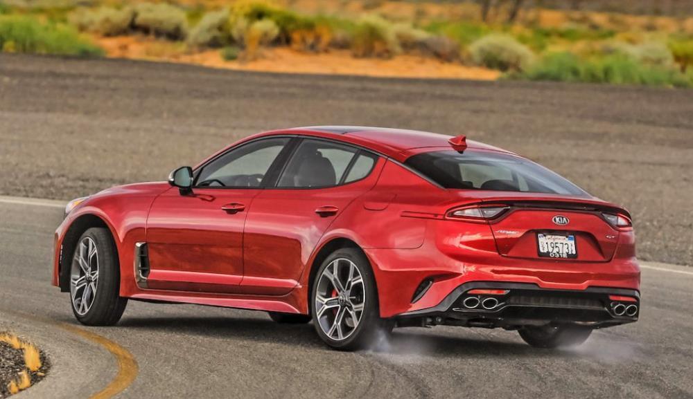 แต่เล็กกว่า BMW 5 Series ด้วยมิติตัวถังยาว 4,830 มม. กว้าง 1,870 มม. และสูง 1,400 มม.