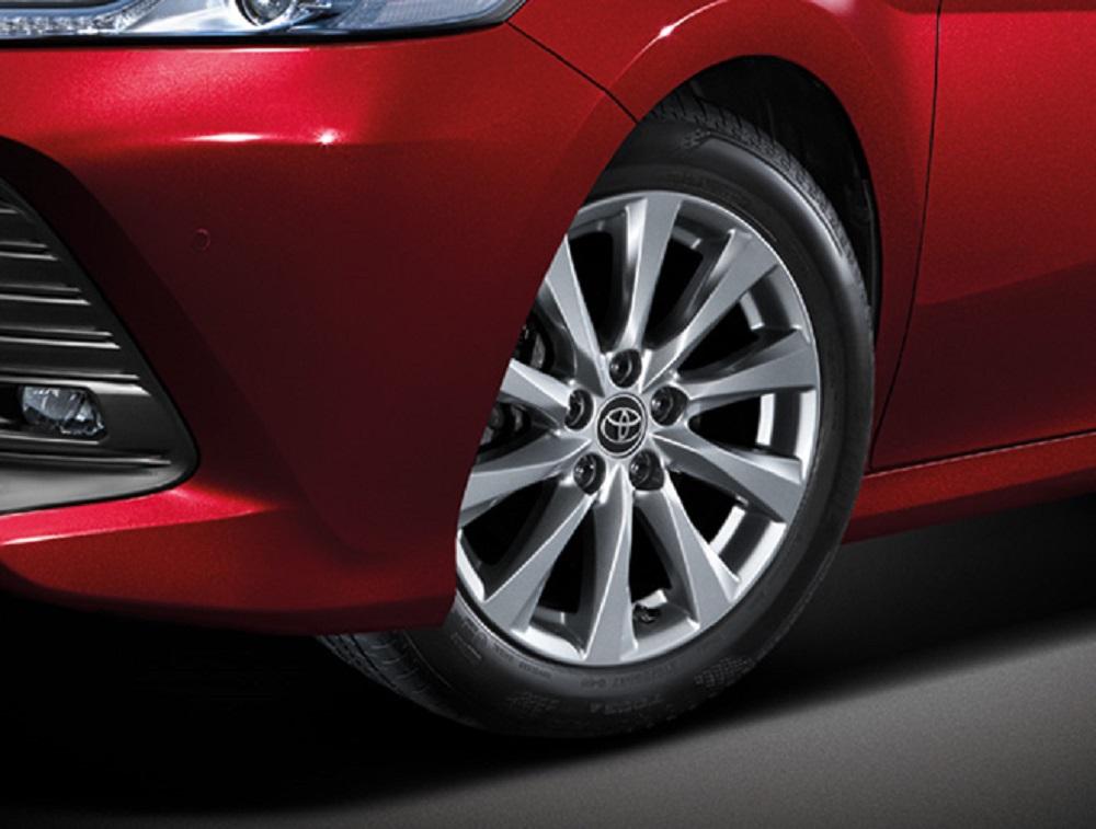 เสริมความเป็นรถเก๋งซีดานสไตล์สปอร์ตให้กับ All-new Toyota Camry 2019  ด้วยล้ออัลลอย 17 นิ้ว