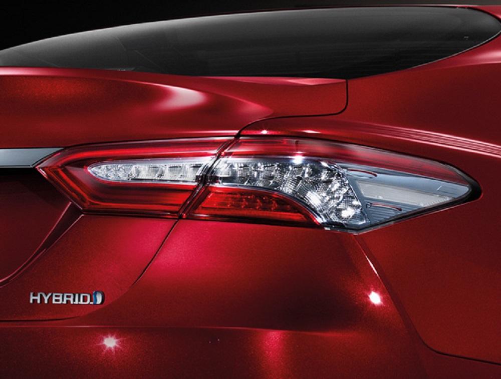 ไฟท้ายแบบ LED ที่ All-new Toyota Camry 2019  ใส่ใจในออกแบบอย่างพิถีพิถันในทุกรายละเอียด  ทำให้สะดุดตาและประทับใจตั้งแต่แรกเห็น