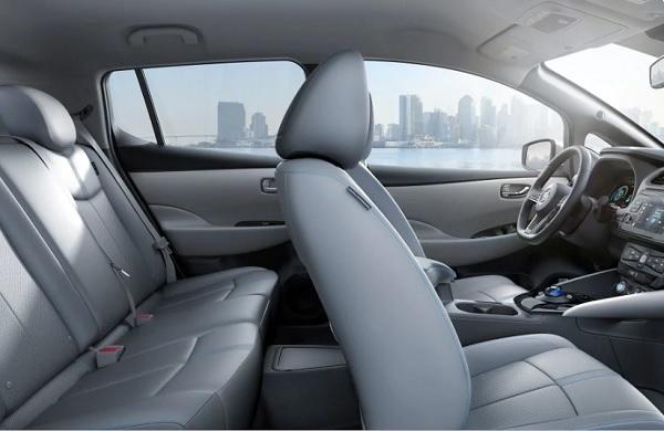 ภายในห้องโดยสาร Nissan LEAF 2018 – 2019