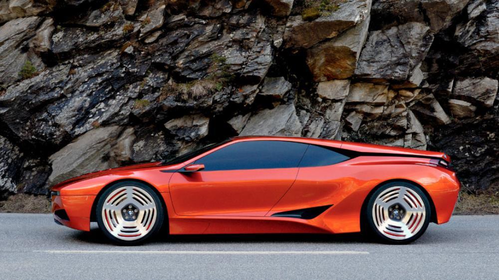 Friedrich Nitschke ผู้อำนวยการ M Division ฝ่ายพัฒนารถสมรรถนะสูงของ BMW ออกมาบอกเปิดเผยว่ากำลังทบทวนการฟื้นรุ่น M1 อย่างจริงจัง