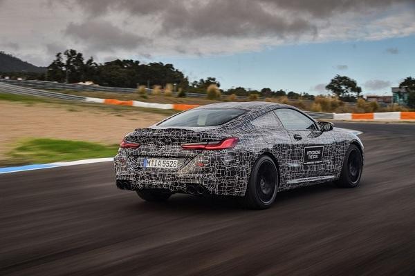 สามารถเร่งจาก 0-100 กิโลเมตรต่อชั่วโมงได้ภายใน 3.3 วินาที BMW