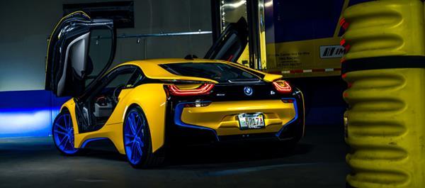 การเสริมตกแต่งภายนอกของ BMW i8