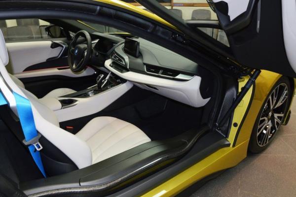 การตกแต่งภายในของ BMW i8