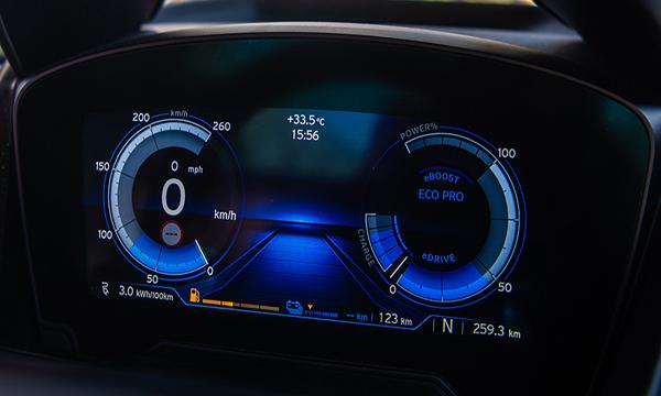 จอแสดงผลข้อมูลการขับขี่แบบ BMW Head-up Display