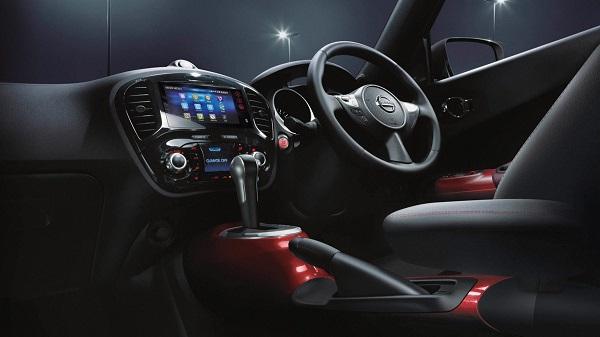 แผงควบคุมอุปกรณ์และฟังก์ชั่นการใช้งานต่างๆ ถูกออกแบบและจัดวางให้ผู้ขับขี่เป็นศูนย์กลาง