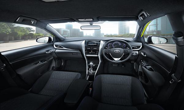 Toyota Yaris 2018 ตกแต่งภายในด้วยโทนสีดำ