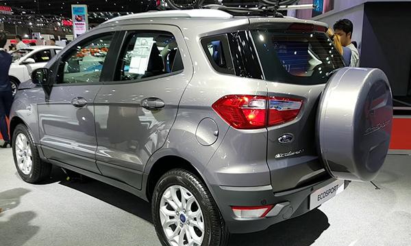 Ford Ecosport ติดตั้งยางอะไหล่พร้อมฝาครอบ