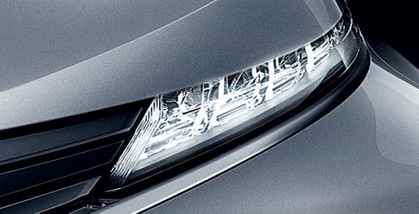 ไฟหรี่แบบคริสตัล LED ดีไซน์โฉบเฉี่ยวแต่มีเอกลักษณ์ใน Mitsubishi Xpander 2018-2019