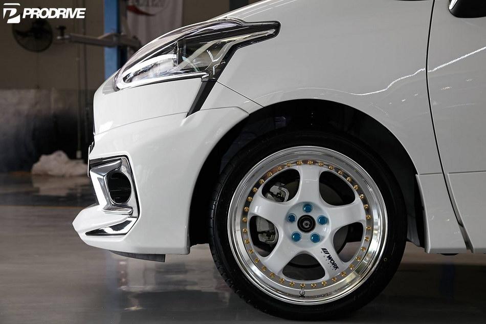 Toyota Sienta MODELLISTA