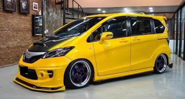 อุปกรณ์แต่ง Honda Freed  สีเหลือง
