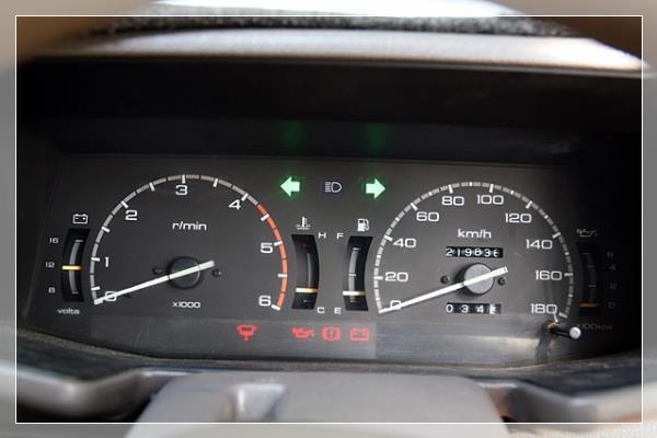 การสังเกตเมื่อไฟในรถขึ้นสัญญาเพื่อบอกว่าไดชาร์จมีปัญหา