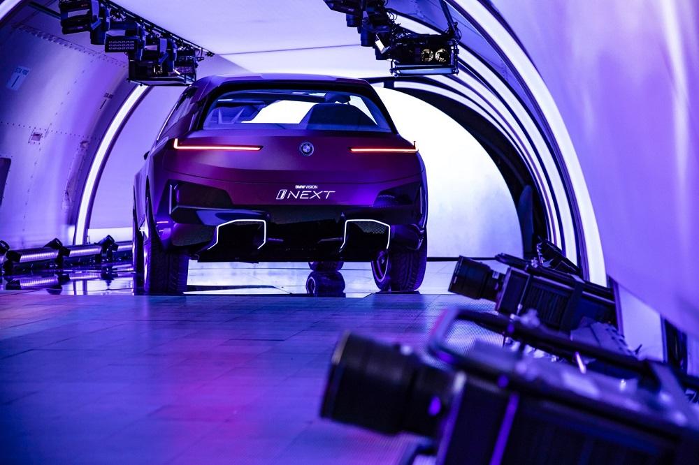 ในรุ่น Plug-in Hybrid จะสามารถขับขี่ในโหมดไฟฟ้าได้ไกล 100 กิโลเมตร