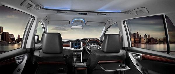 ภายในห้องโดยสารของ TOYOTA INNOVA CRYSTA Toyota 2019 - 2020 ดีไซน์สวยหรูที่สุดแห่งความสมบูรณ์แบบ