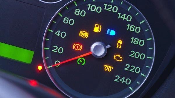 สัญญาณเตือนจากไฟหน้าปัดรถยนต์