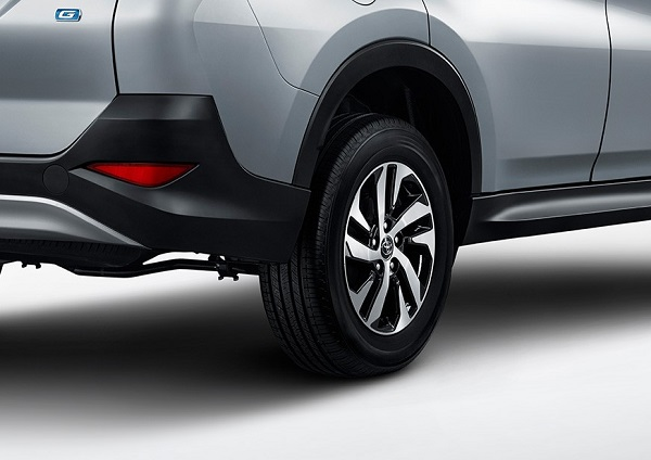 ล้ออัลลอยขนาด 17 นิ้วลายดีไซน์เฉียบ ลงตัวกับรถเท่สำหรับชุดแต่ง Toyota Rush TRD Sportivo