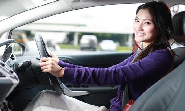 4 วิธีช่วยให้ขับรถได้อย่างมีสมาธิ