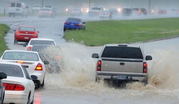 เทคนิคการขับรถเมื่อเจอน้ำท่วมขัง
