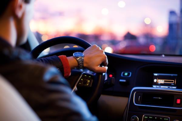 การใช้รถใช้ถนนให้ปลอดภัย