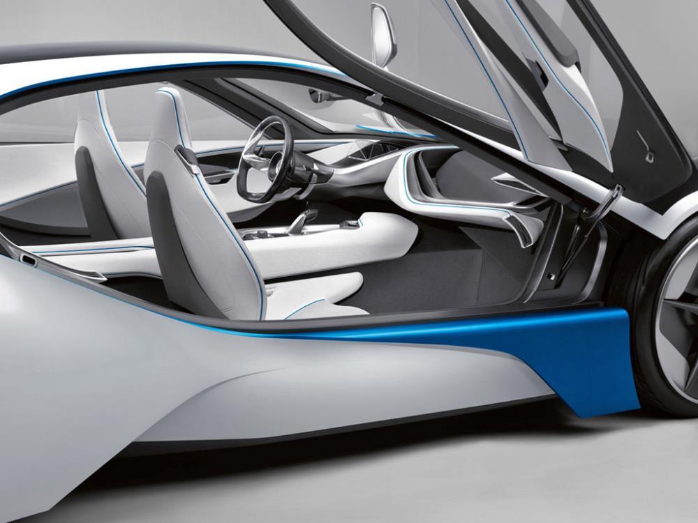 ซึ่งเป็นรถที่ใช้ตัวถังน้ำหนักเบาที่มาพร้อมกับนวัตกรรมใหม่ๆหลายอย่าง