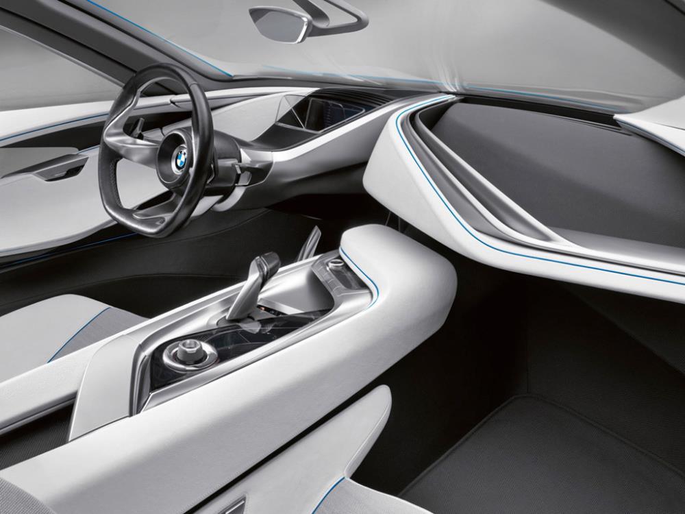 ภายในของรถแนวคิดคันนี้ได้แสดงให้เห็นผลลัพธ์การใช้เทคโนโลยีดังกล่าว เช่น จอแสดงผลแบบ 3 มิติ วัสดุที่ใช้ทำหลังคาและประตูมีส่วนประกอบของแก้วโพลีคาร์บอเนตที่จะเข้มขึ้นมีการมีการปล่อยให้แสงลอดเข้ามาในตัวรถ