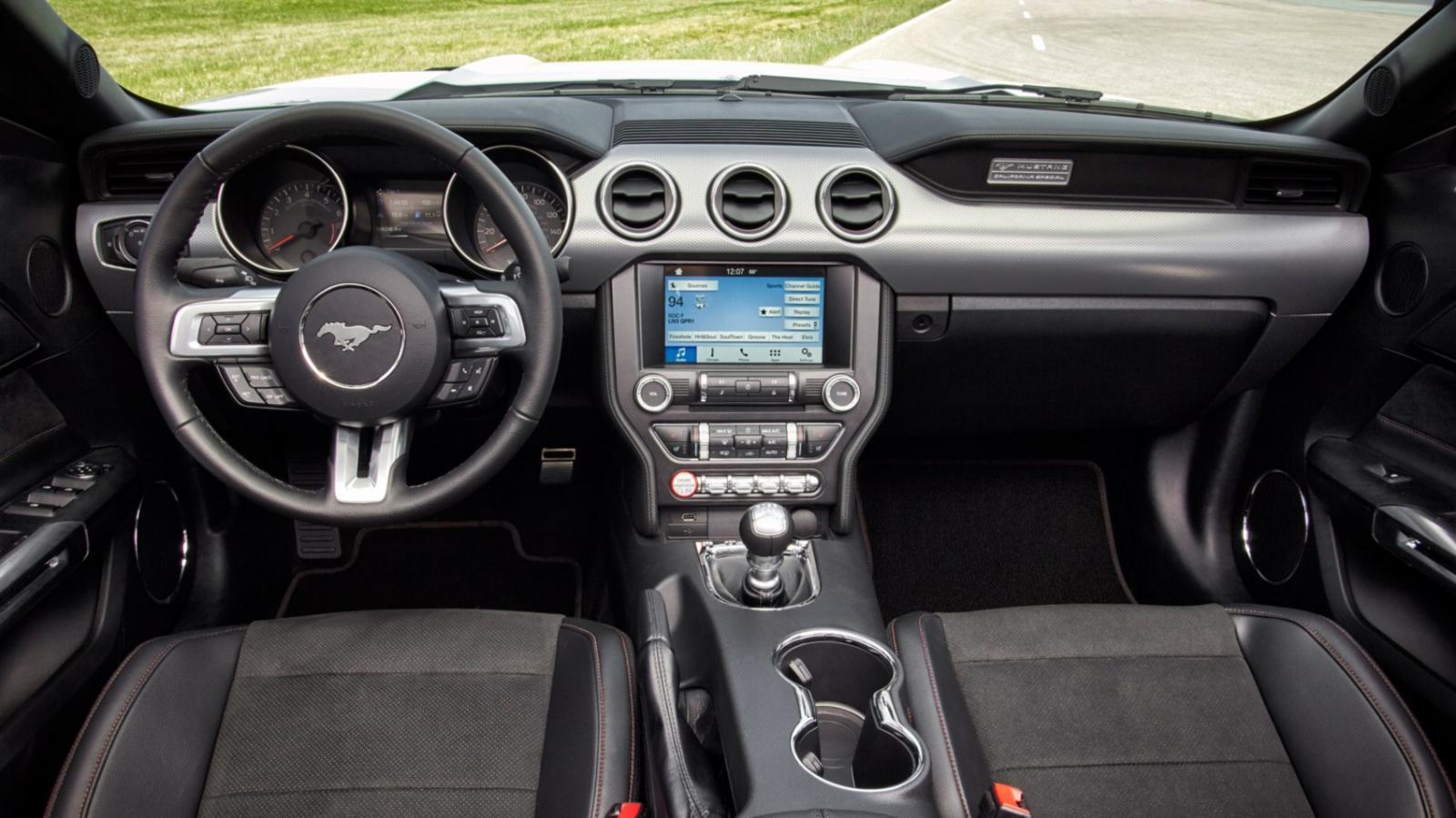 Ford Mustang 2016 interior