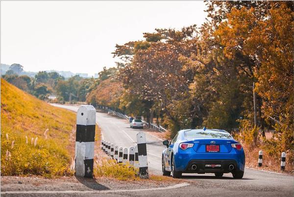เส้นสายการออกแบบด้านหลังของรถยนต์ Subaru BRZ