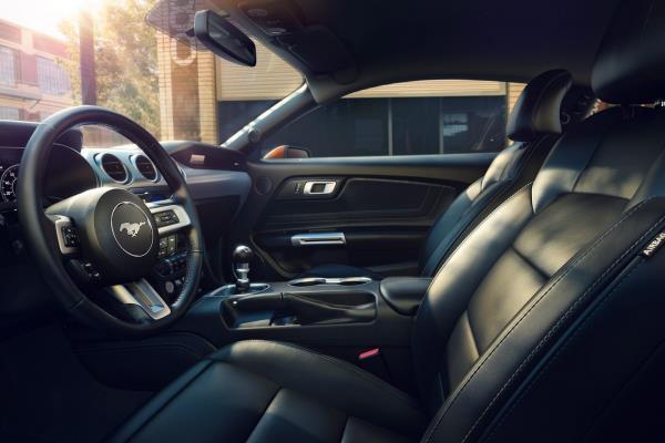 ดีไซน์ภายในของ Ford Mustang