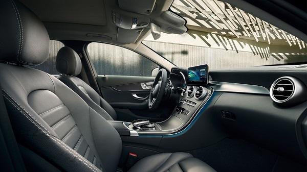ภายในห้องโดยสารของ The New Mercedes-Benz C-Class Salon 2019-2020