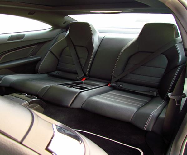 เบาะนั่งด้านหลัง Mercedes-Benz C Class