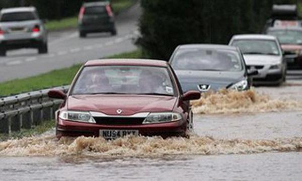 ขุบรถลุยน้ำท่วมต้องปฏิบัติอย่างไร